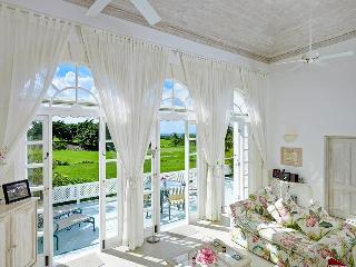 2 Bed attractive house with communal pool overlooking the golf course, St. James