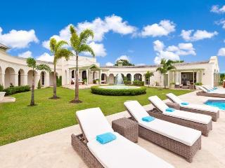 Beautiful luxury, 4 bedroom private villa with stunning sunsets, The Garden