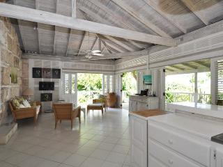 Stunning 2 Bed Beachfront Cottage with Ocean Views, The Garden