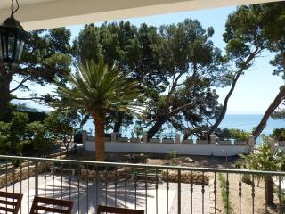 Villa Toma - Beachfront Stonehouse