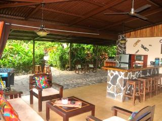 Villa Hermosa private guesthouses w/pool & gardens