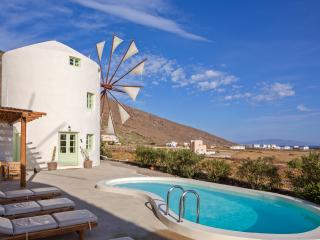 Windmill Villas-Green, Imerovigli