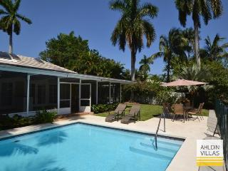 Waterfront, 4 beds/baths, close to beach, pool