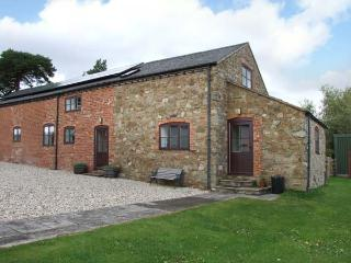 HOPE HALL BARN, woodburner, WiFi, enclosed garden, pet-friendly cottage near Minsterley, Ref. 26775