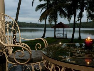 Vellayani Lakeshore Villa