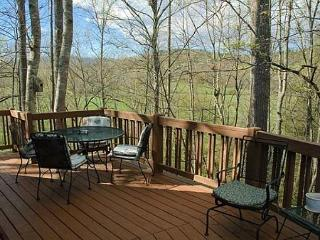 Deck with lovely mountain view.