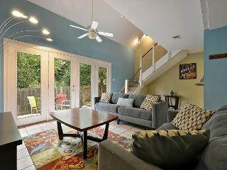 2BR/2BA Stunning Townhouse, Steps to Zilker Park, Sleeps 6, Austin