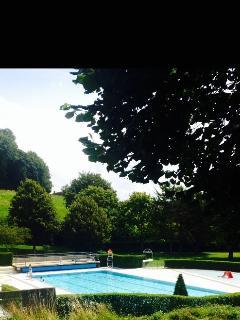 Seasonal shared local outdoor pool, 5-8 minute walk