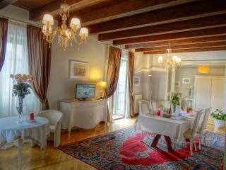 PALAZZO MAFFEI Top floor three bedroom apartment, Verona
