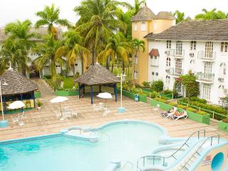 Gorgeous Ocho Rios 1 Bedroom Condo with Loft for 4