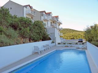 STUNNING  2-BEDROOM  APARTMENT., Cavtat