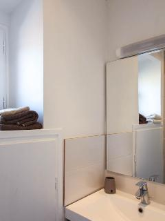 Facing the shower... don't bother taking your towels, they're included and always clean and ironed!