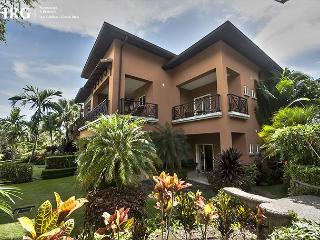 Family Friendly Luxury Condo Overlooking Golf Greens at Los Sueños!, Herradura