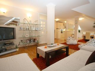 ZAGREBHOUSE4YOU LUXURY APARTMENT 2, Zagreb