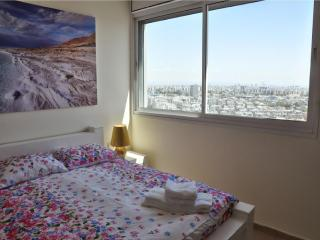 Modern 3-bedroom apt on 20th floor Yoseftal 3, Bat Yam