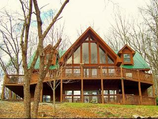 Fall in love with this exquisite, well maintained log cabin., Gatlinburg
