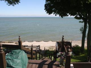 Perfect Couples Getaway-1 Bedroom Lakefront Loft, Geneva on the Lake