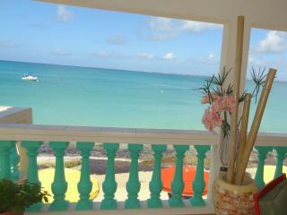 Cosy Historical Beachfront Cottage, St. Maarten