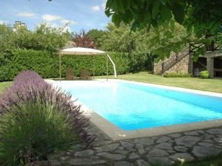 La Pendarie, romantic farmhouse with pool near Najac