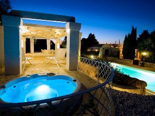Masseria con trulli e piscina in Valle d'Itria, Martina Franca