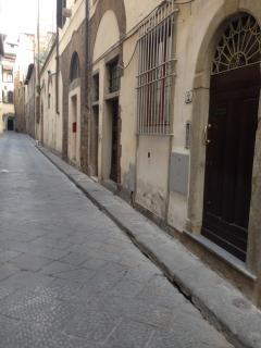 particolare della via magalotti firenze centro storico.
