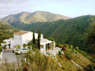 Villa Amores - relax, enjoy the view & heated pool, Canillas de Aceituno