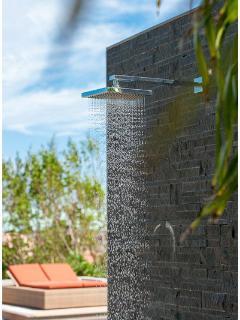 shower in the Jardin d'O