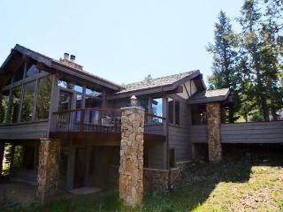 Kelleys Mountain Retreat: Panoramic RMNP Views, 5 Bedrms, Hot Tub, Horseshoe Pit, Wildlife, Estes Park