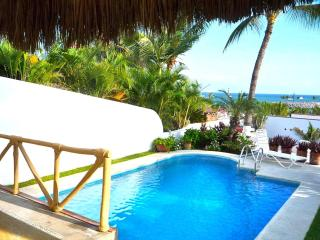 Topical Living in 2 bd Casa, Large Pool, at Marina, La Cruz de Huanacaxtle
