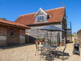 GRANARY LOFT, studio apartment, pet-friendly, romantic retreat near Grantham