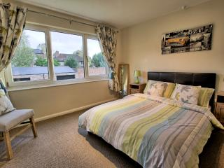 Cecil Apartment, 2 bed town centre location right by Jephson Gardens
