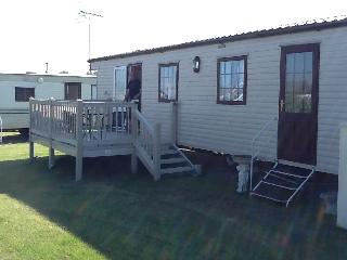 8 berth, 3 bed california cliffs J20 PET FRIENDLY
