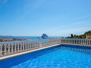 VILLA ANUSKA: luxury villa with stunning sea views, Calpe