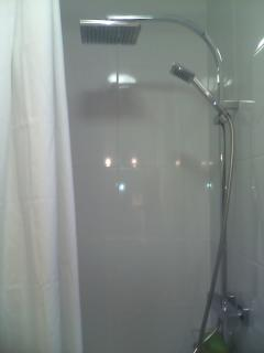 shower in the chamber n°1