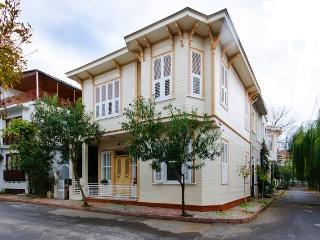 İstanbul, Princes island, Buyukada, wooden house