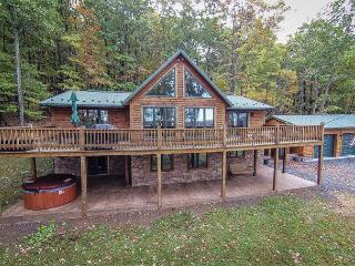 Tremendous 4 Bedroom Log Chalet w/ Stunning Mountain & Pastoral Views!