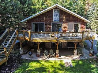 Beautiful 4 Bedroom Lakefront home just minutes from the ski slopes!, McHenry