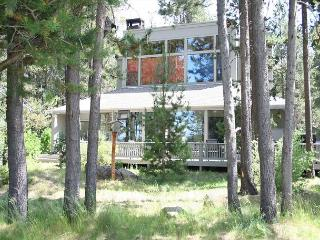 Meadowlark 2 Paradise on the golf course. Great scenery with this home., Sunriver