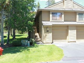 Fairway Village 20 Stay 4 Nights For The Price Of 2 For The Spring Season!, Sunriver