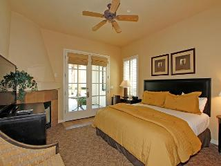 Downstairs Studio at Legacy Villas with a King Bed and Private Patio!, La Quinta