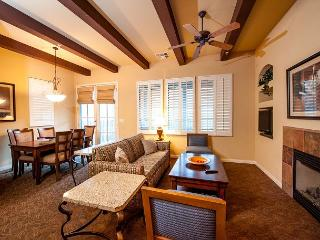 A Secluded Upstairs Two Bedroom Two Bath Condo with Southern Mountain Views!, La Quinta