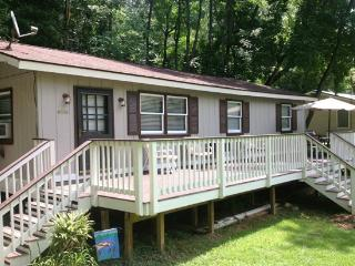Huge Deck Overlooking Yard & River, Shenandoah