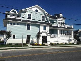 Brand New Custom 2nd floor Condo near boardwalk, Ocean City