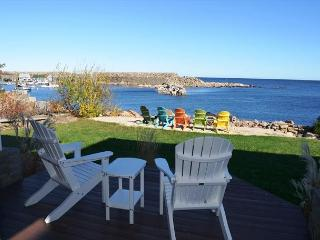 Sunrise on the Cove: Unobstructed 180 degree views of Pigeon Cove, Rockport
