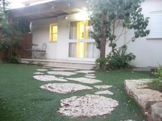 House with garden in a special & quiet area, Netanya