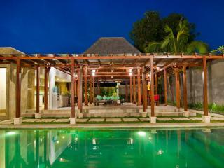 Astonishing Amalia Steps From Beach & Restaurants