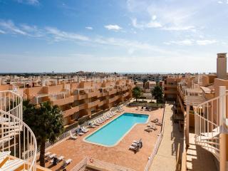 Cabanas Golf Penthouse Apartment, Tavira