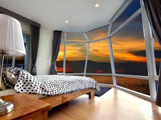3 BDR Absolute Beachfront 46 Flr. Brand New Luxury, Pattaya