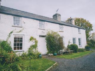 Glan-y-Morfa Welsh farmhouse overlooking Dyfi Estuary