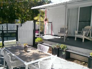 Byron Shabby Chic Cottage - 3 bed with pool, Byron Bay